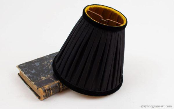 abat-jour-soie-noire-et-or