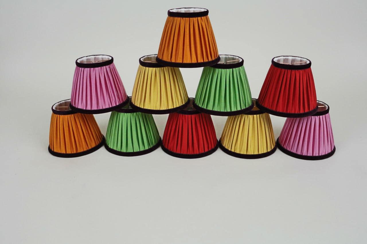 Abat-jour de différentes couleurs