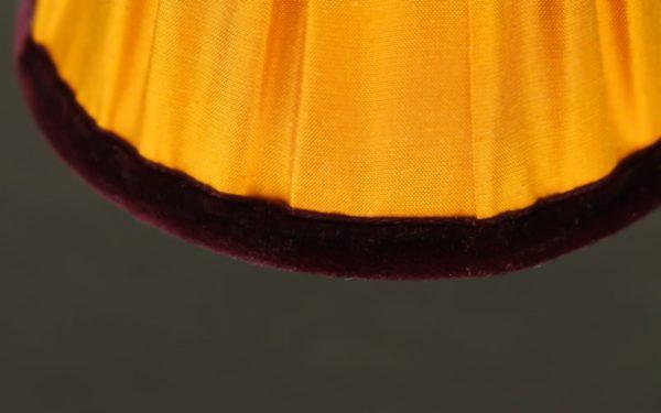 bordure-constituee-d-un-ruban-de-velours-prune