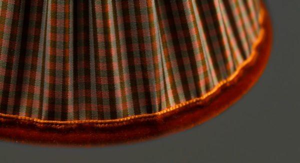 l-abat-jour-reçoit-une-finition-velours-orange
