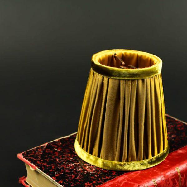 abat-jour-sur-mesure-en-soie-couleur-moutarde
