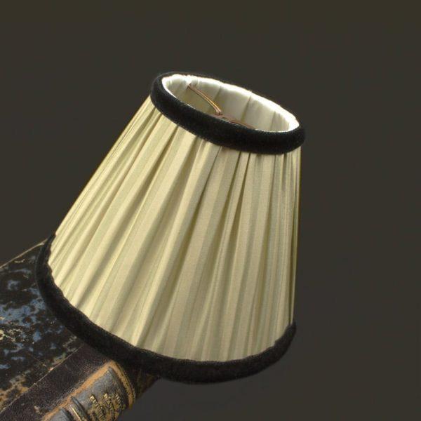abat-jour-a-rayures-ivoire-vertes