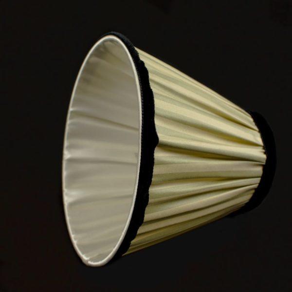 la-doublure-est en-soie-ivoire