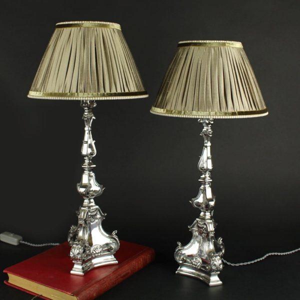 paire-de-bougeoirs-en-bronze-argente