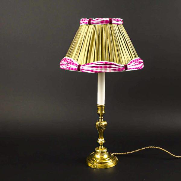 Flambeau en bronze doré de style Louis XV