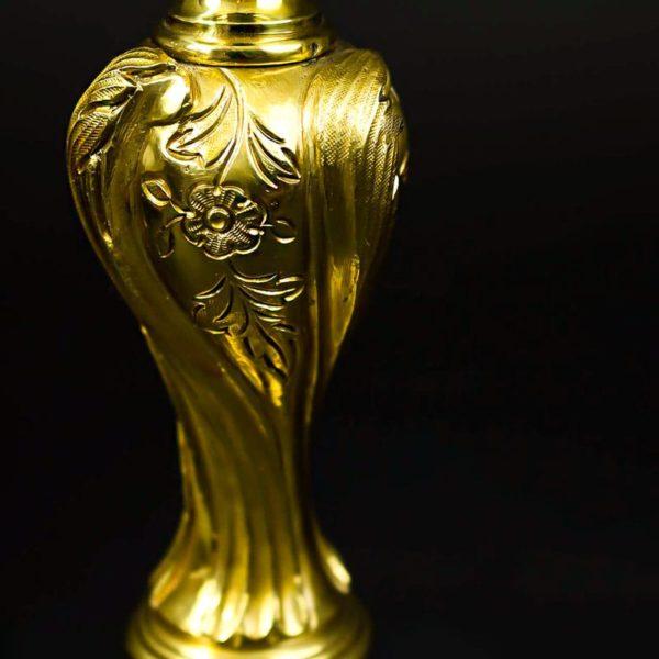 Fût en bronze doré à décor gravé